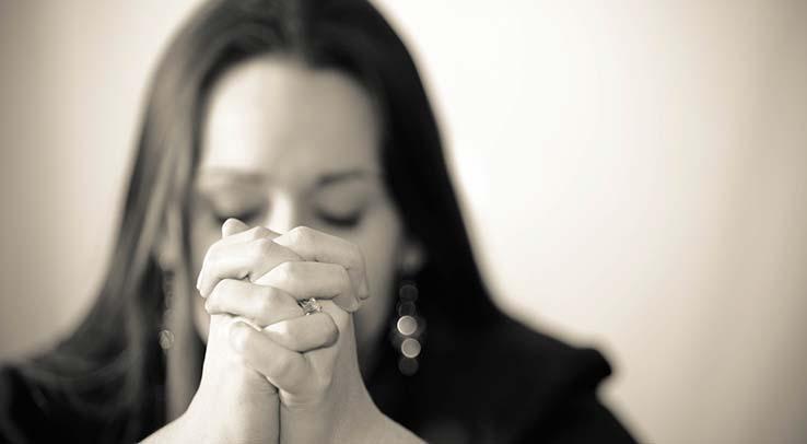 slider-woman-praying